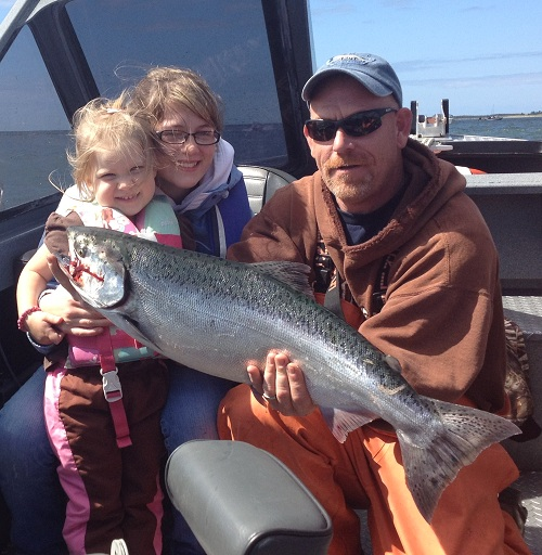 Hana's first chinook (with help from Michaela and Mark) - Aug 2012